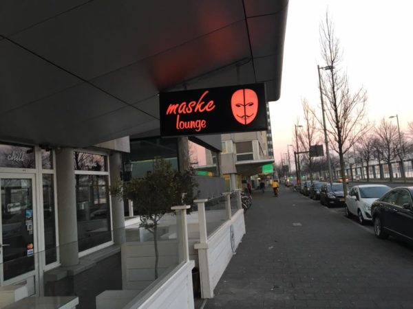 maske lounge restaurant cafe sign lichtbak