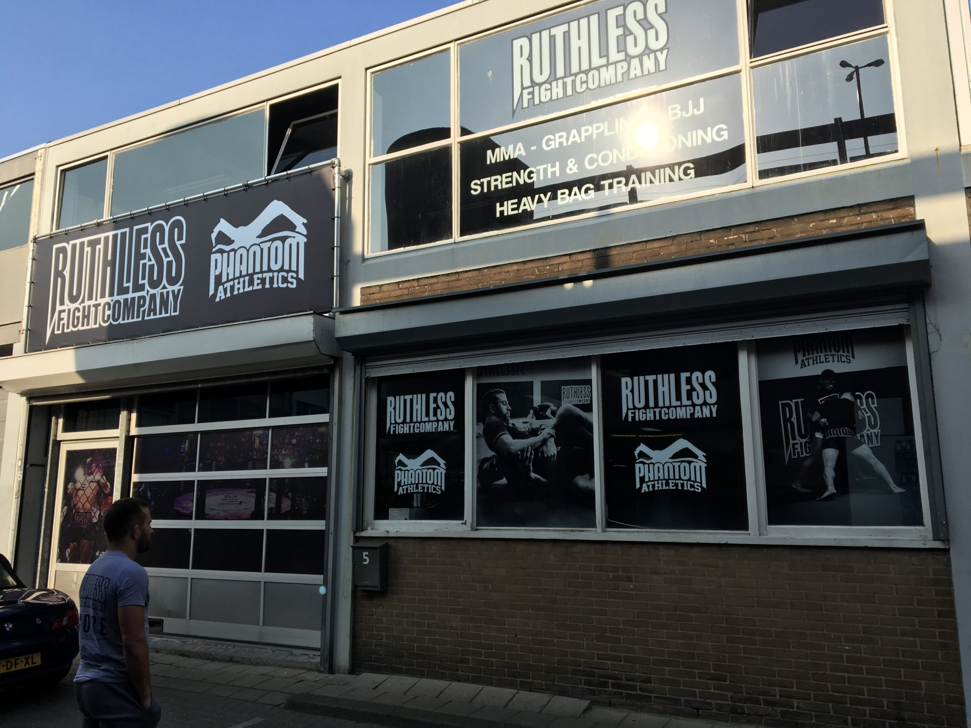 Ruthless fight company raambelettering bestickering